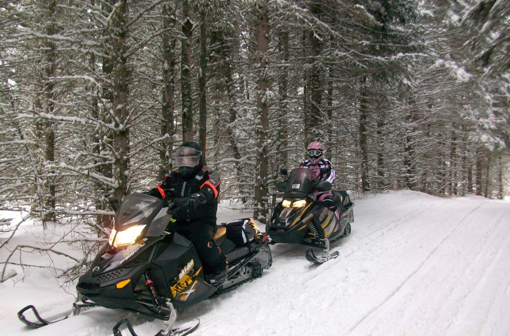 Des corridors en pleine forêt... qui peuvent mener dans de beaux parcs de neige profonde. Photo : Monique Fournier-Garon