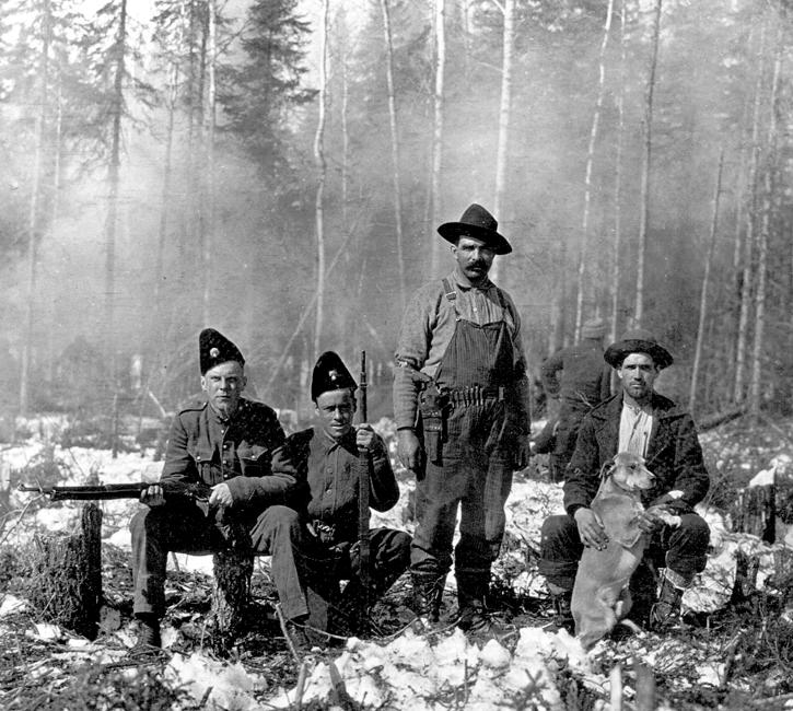 Les premiers résidents de la région ont défriché. À Kpauskasinh, il s'agissait de prisonniers de guerre, pendant la Première Guerre mondiale. Photo du musée Ron-Morel de Kapuskasing